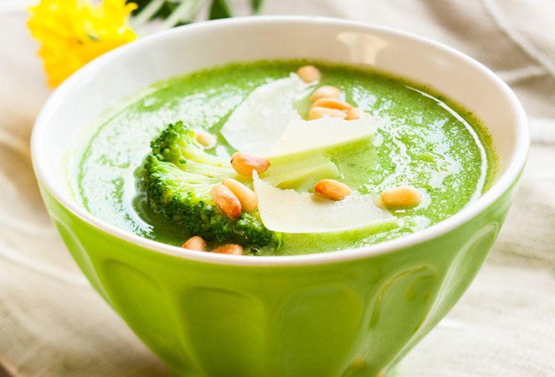 Supa de broccoli cu branza Cheddar