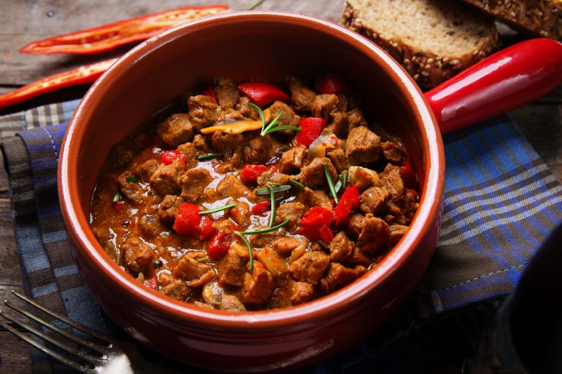 Gulas cu carne de vita (sau cu tofu, pentru vegetarieni)